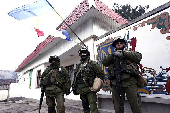 Russian armed forces encircle Ukranian troops in Crimea