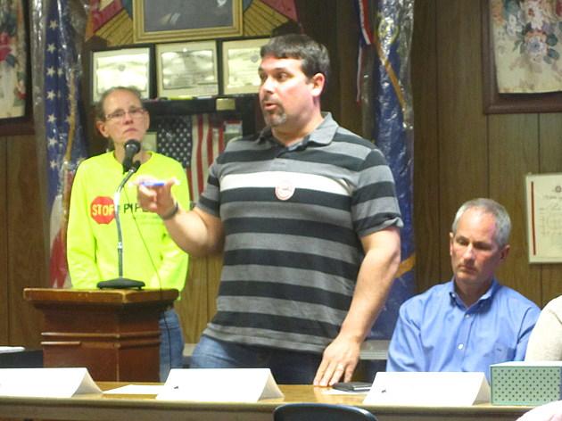 Southcoast Neighbors United President Dana Sargent (center) speaks at Wednesday's anti-LNG meeting / Jon Faria TSM